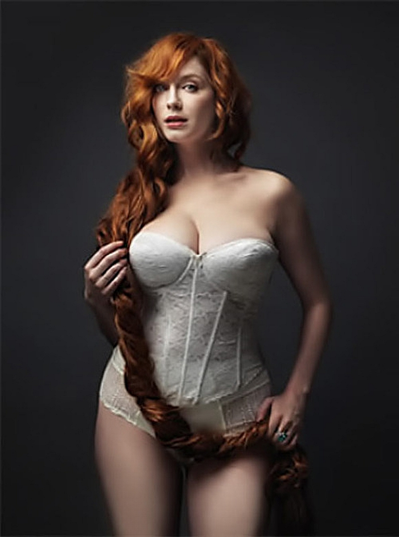 Christina Hendricks medio desnuda