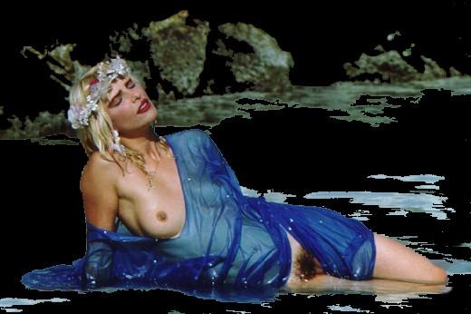 Cegada por la pasion Cicciolina desnuda con el coño al aire.