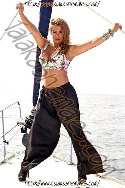 Travestis en La Seo de Urgel Fernanda Love Hewitt Rubia en un barco