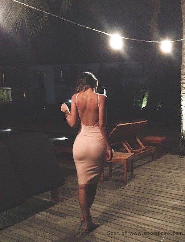 Vestidos de noche para resaltar un buen trasero y ser la reina de la fiesta como una buena influencer