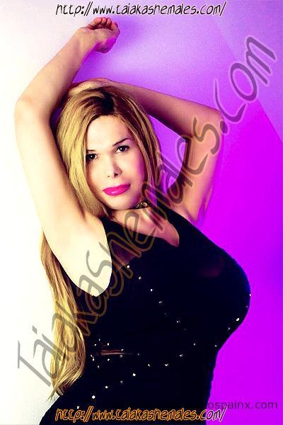 Enormes Senos de la guapa shemale Renata Bambola